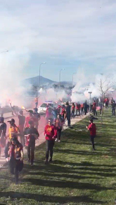 Gittiğin her şehir senin; Asla yalnız değilsin #Galatasaray !Galatasarayımızı Sivas'da karşılamak için havaalanındaydık! #ultrAslanUNI