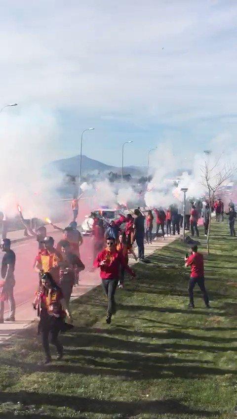 Gittiğin her şehir senin; Asla yalnız değilsin #Galatasaray !Galatasarayımızı Sivas'da karşılamak için havaalanındaydık! #uAYurtiçi