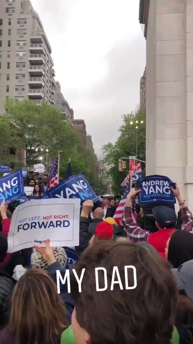 When you see a potential candidate with actual solutions @AndrewYang   #andrewyang #yanggang #math #rally  #candidate #forward #mydad #yang #spreadtheword #andrew #meme #my #future #president – at Washington Square Park