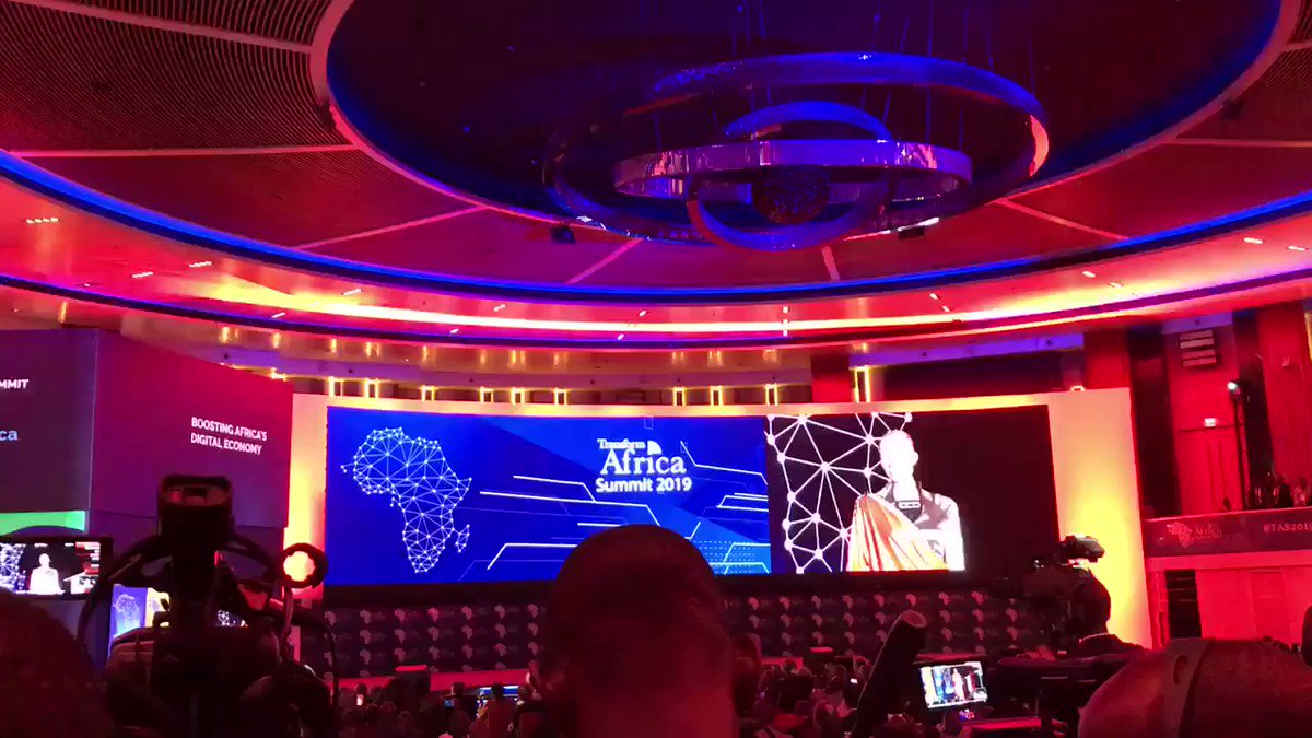 I just loved the way Sophia the robot  laughs, it's so real ntabugegera burimo 😂😂  The power of #AI   #TAS2019