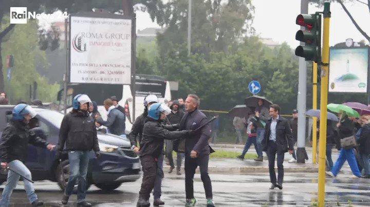Coppa Italia, finale #LazioAtalanta. #mihajlovic all'esterno dello stadio reagisce agli insulti https://t.co/cO646IIx29