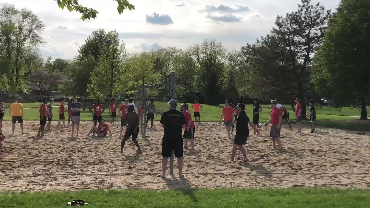 The seniors dethrone the coaches 7-5 in the sand tourney!