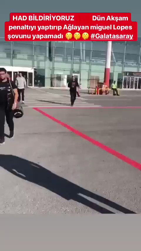 RT @ParcalaAslanim: Havalimanında taraftarlarımız Akhisarsporlu Miguel Lopes ile karşılaştı. https://t.co/EIn2nrKQfM