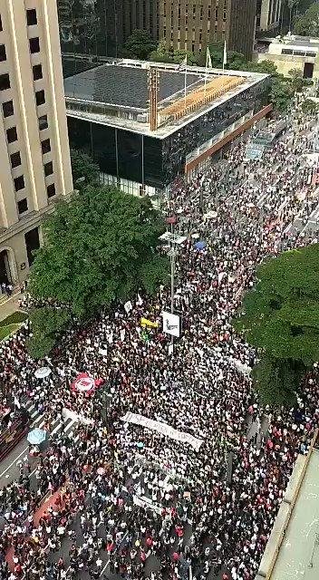 RT @silvinha3s: Presidente Vargas #TsunamiDaEducação  #NaRuaPelaEducação  #LulaLivre https://t.co/HNCKPjE3Af