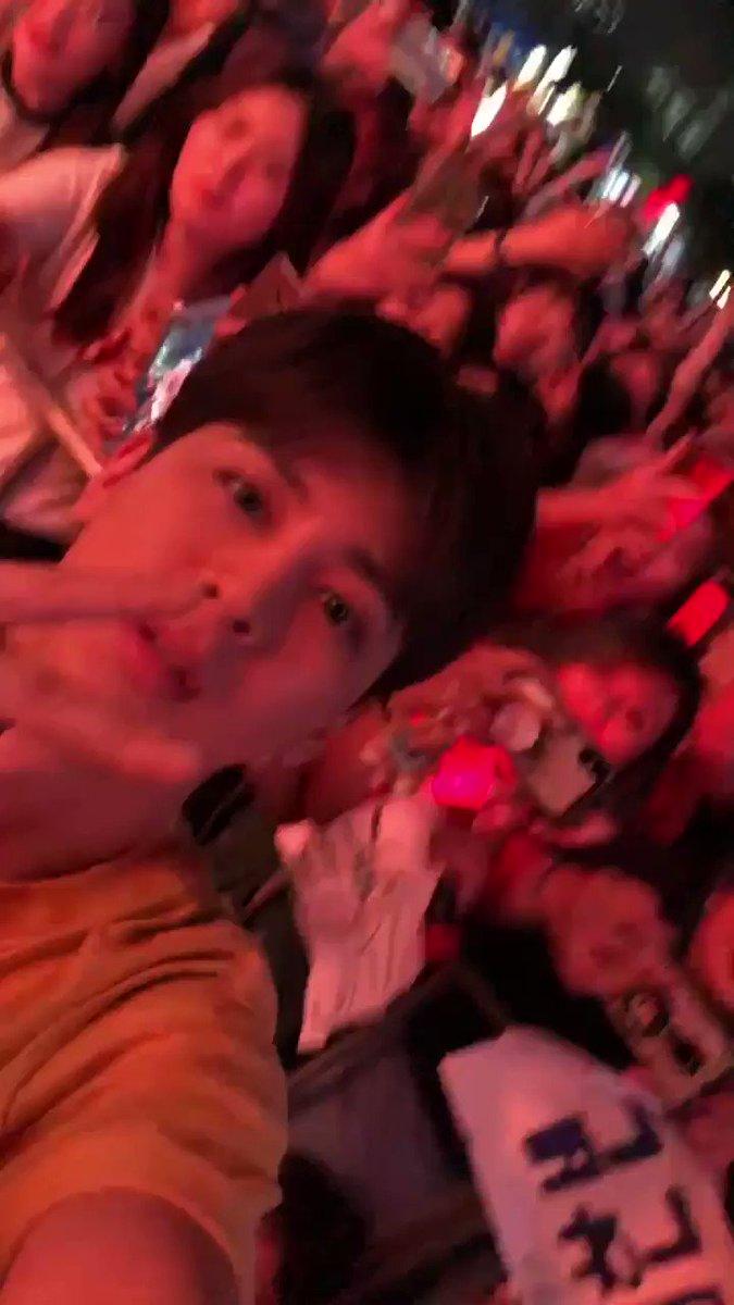 yunhyeong got my phone and he even winked i died #iKONatKAISTUniversity