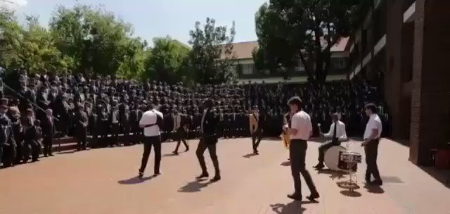 I don't know what school this is but they lifted my #FridayFeeling what a Mood 🔥🔥🔥🔥🔥🔥🔥🔥