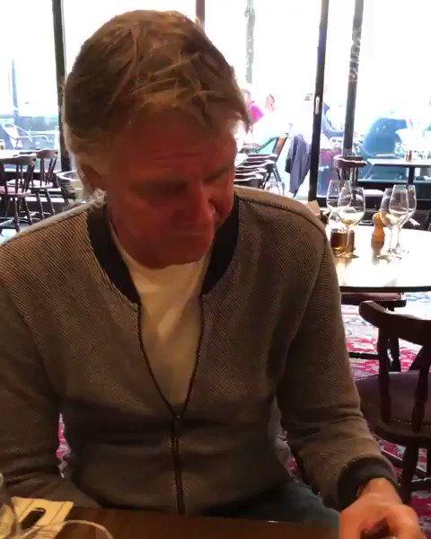 Idag firar vi 1-års dagen av @Glenn_Stromberg Jätteprilla 😂  Frågan har gäckat svenska folket i årtionden.  Men nu lägger fotbollsprofilen Glenn Strömberg, 58, korten på bordet.   👨🏻🎨🎬 By Me.   https://www.expressen.se/gt/sport/sanningen-bakom-profilens-jatteprilla/…
