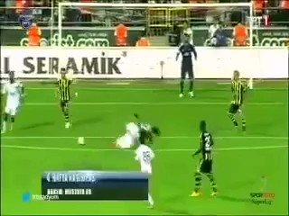 Bugun Galatasaray'in hakli sampiyonluk mucadelesine camur atmaya calisan Fenerbahce'nin 2013-2014 sezonunda nasil sampiyon oldugunu hatirlatiyoruz! Izleyelim ve payalsalim.