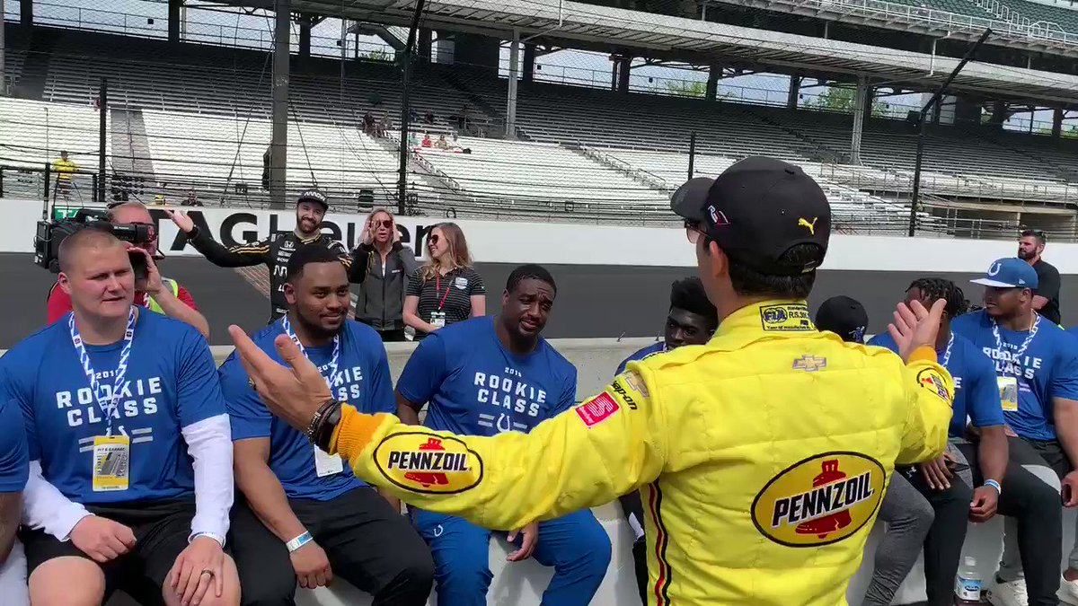The guys were enjoying a rousing pep talk from @h3lio before someone had to interrupt everything. 🙄 @Hinchtown | @IMS