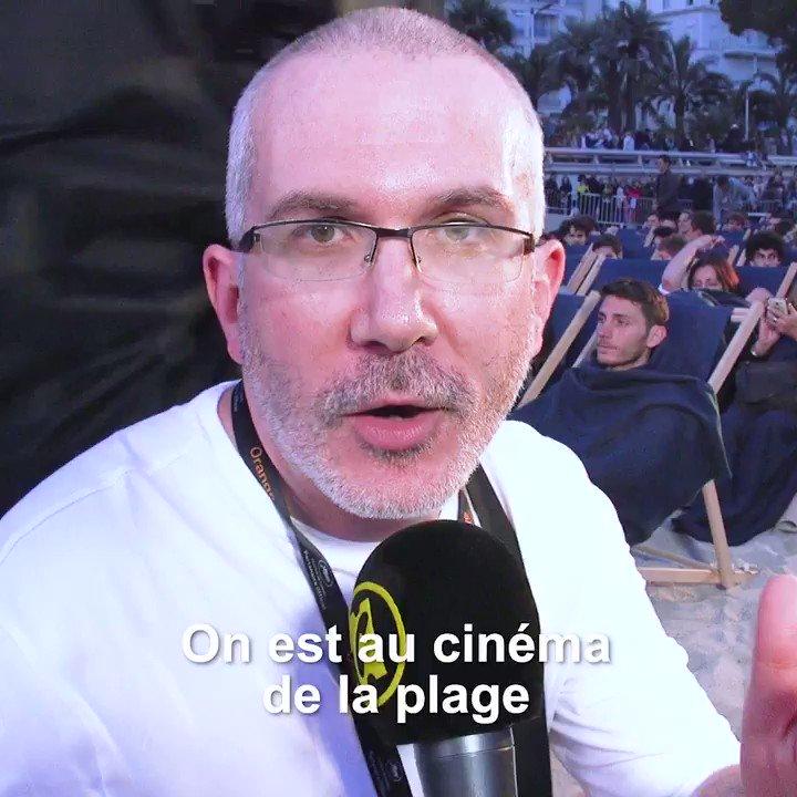 Quand @SardetY @JulienLPro et @andoraminoson retrouvent, 25 ans après, une figurante de la (fausse) montée des marches de @lesnuls parmi les spectateurs de la projection-anniversaire de #LaCiteDeLaPeur !  #Cannes2019 #CannesClassics #CinemaDeLaPlage