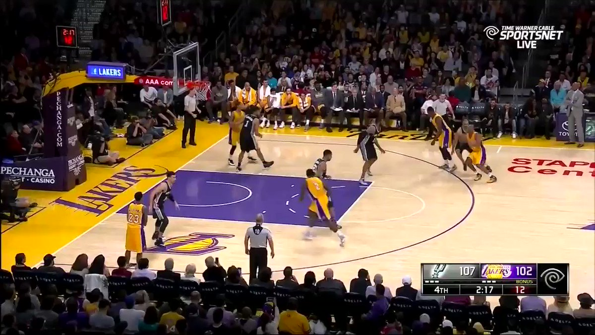 Throwback to when Kobe Bryant disclocated his finger but refuses to quit and still plays whole game.