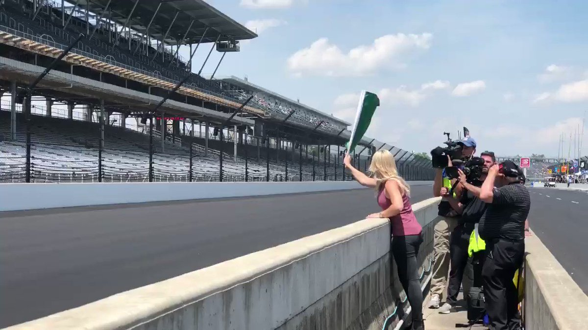 .@courtneyforce is able to see #Indy500 qualifying for the first time and waved the green flag for @GrahamRahal's run. 👏🏻 🏎 @UnitedRentals | @IMS