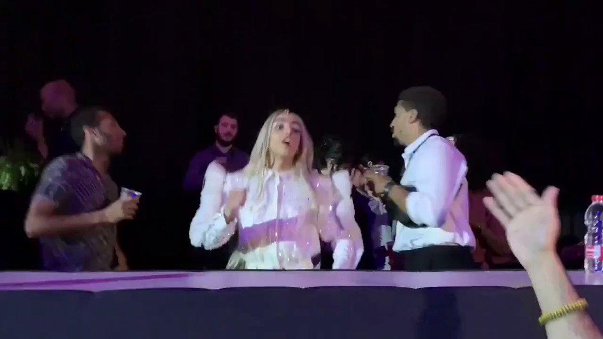 In love con el representante de #France dándolo todo con 'La venda' #Eurovision #EurovisionRTVE