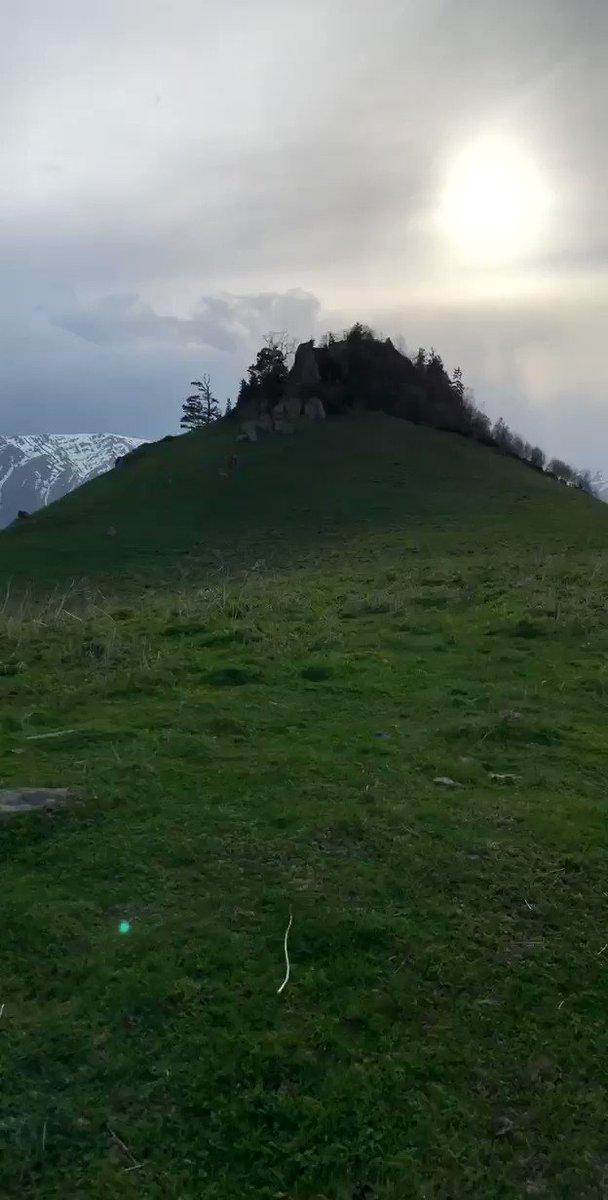 #جورجيا من قمه جبل على ارتفاع 2800 متر  لاشيء يصف النقاء والجمال وابداع الخالق سبحان الله . طبيعه لاحدود لجمالها