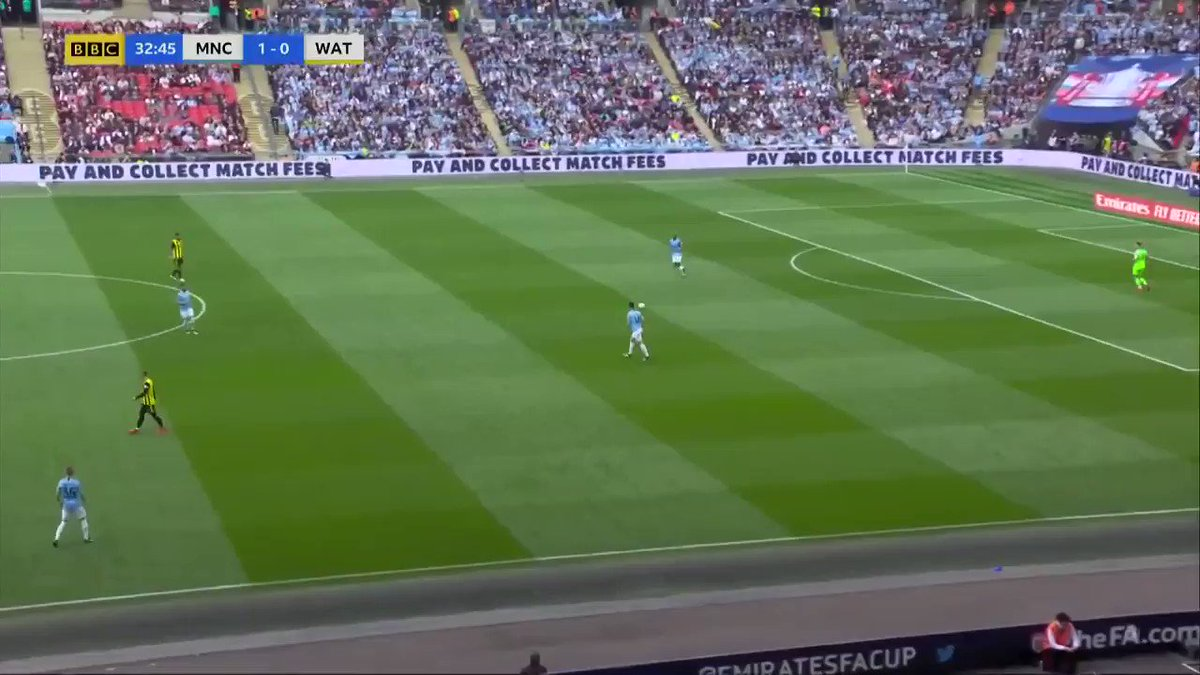 David Silva manipulates opponent CMs man-orientation against Watfords 4-5-1-like deep block-->opens up space for Zinchenko, making circulation easier.