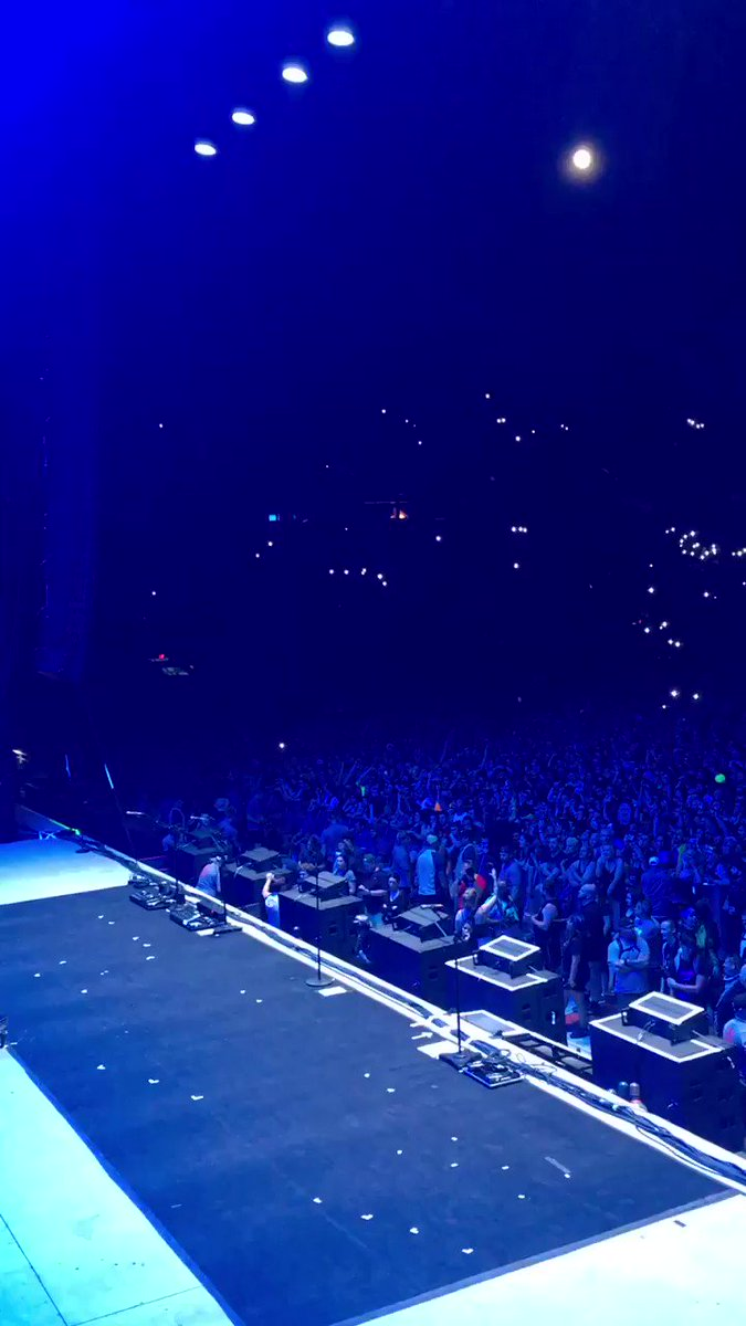 """When 25k people sing @linkinpark """"In the end"""" at @SonicTempleFest while waiting for @Disturbed perform 🤘🏻 😍🤘🏻 You are missed Chester Bennington  #LINKINPARK #ChesterBennington #SonicTempleFestival #ThePowerOfMusic"""