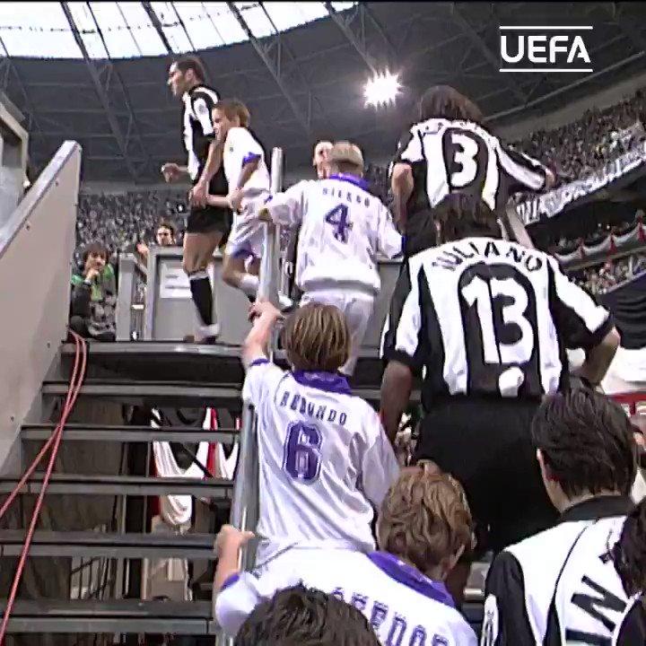 😮 ¡Gol icónico de Pedja Mijatović para dar la victoria al @realmadrid en la #UCLfinal #TalDíaComoHoy en1998! ⚽️  #UCL   #OnThisDay