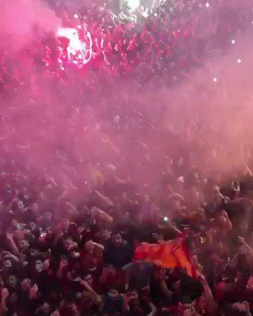 #Galatasaray Fans celebrating winning the Super Lig Unreal scenes! @YutoNagatomo5
