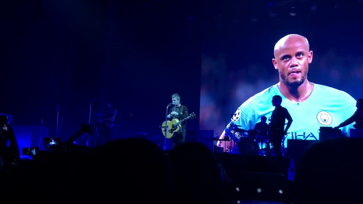 @NoelGallagher dedicated Wonderwall tonight in Olympic Hall, Seoul, South Korea to @VincentKompany , skipper of @ManCity !! 😭 thank you and wish you all the best in the future!! 👏