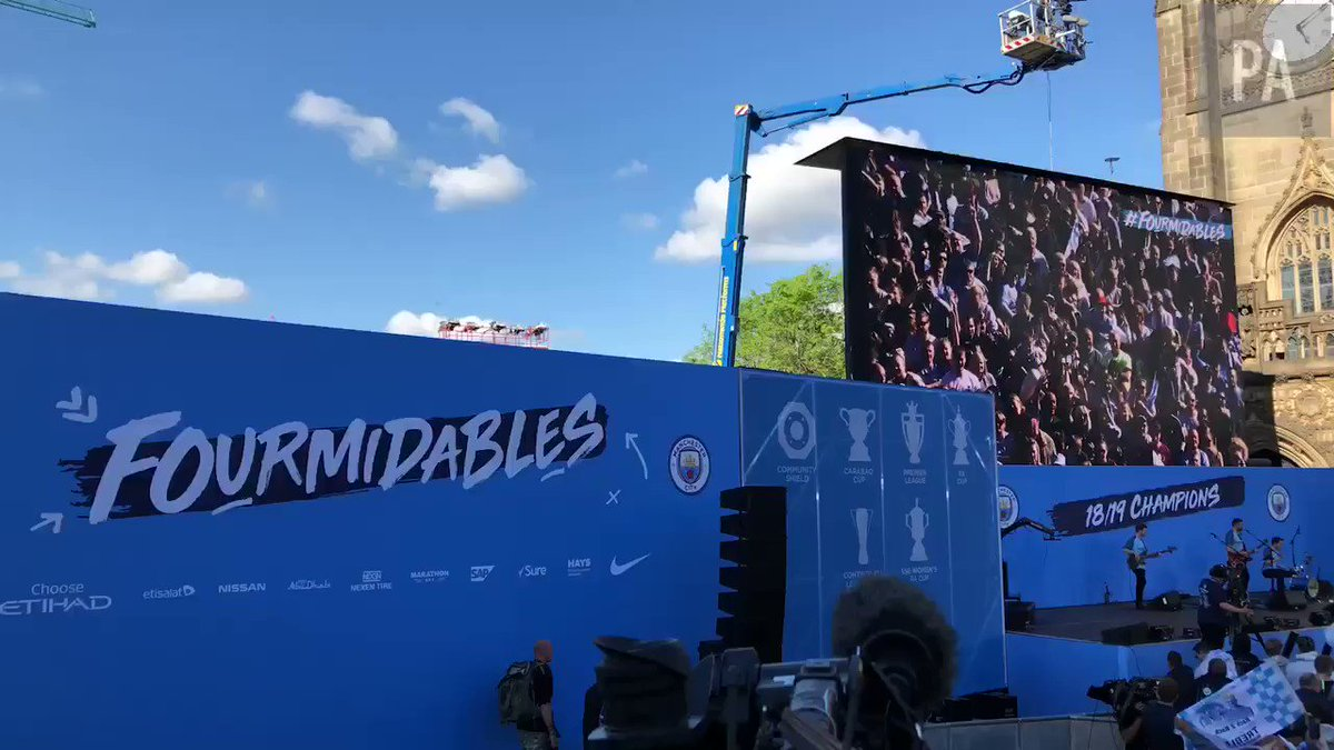 Look at this passionless, soulless club, just won a treble and their fans couldn't be bothered to show up to their parade!
