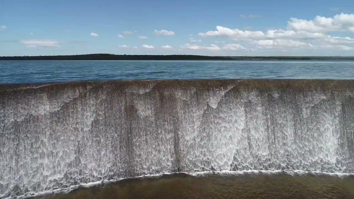 Olha aí, Brasília! Reservatório de Santa Maria atingiu nível máximo pela 1ª vez desde 2015. Segundo a companhia, risco de racionamento em 2019 é muito baixo. Mas, PELO AMOR, não vamos abusar! Economizem água sempre! - https://www.metropoles.com/distrito-federal/crise-hidrica-apos-barragem-transbordar-caesb-avalia-situacao-no-df…