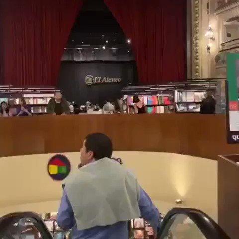 """En El Ateneo Grand Splendid (Buenos Aires), una de las librerías más bonitas del mundo, puedes encontrar nuestro libro: """"La historia como nunca antes te la habían contado"""". Un libro de @academiaplay escrito por @Sr_Donze"""