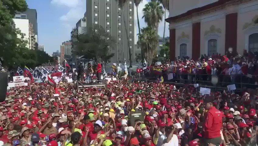 Gracias pueblo de Venezuela! Hace un año dimos lección de dignidad al mundo ratificando nuestra voluntad de reelegir al Pdte @NicolasMaduro. Nuestra democracia se fortalece y alzamos la voz contra el intervencionismo que procura desconocer nuestra soberanía fabricando impostores!