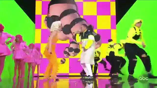 ¿Cómo te llamas baby? Con Calma (feat. Snow) [Remix] - Single by Daddy Yankee & @katyperry itunes.apple.com/us/album/con-c…