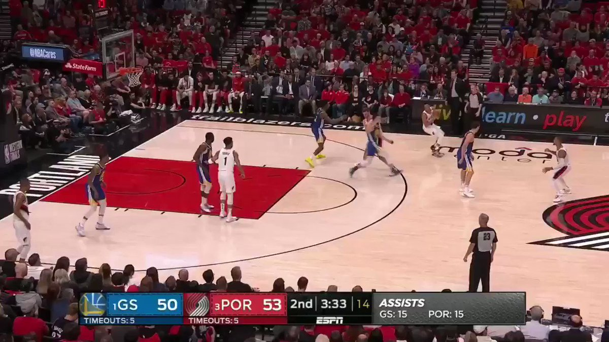 MEYERS LEONARD WITH BACK TO BACK THREES!  Most points he's had in a half in his CAREER!