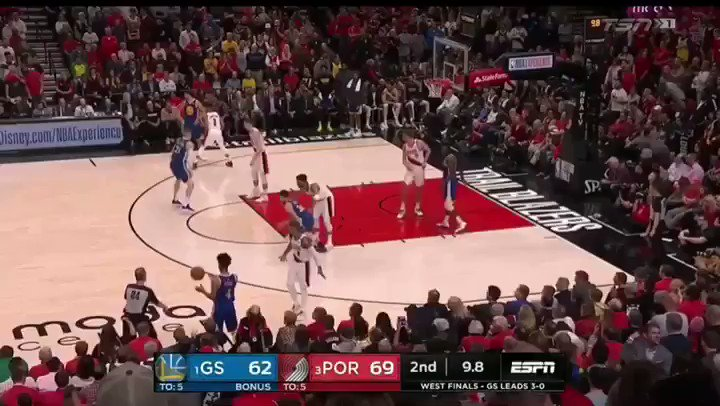 Curry DRILLS IT FROM LILLARD'S SPOT!   Curry with 25 pts at the HALF!
