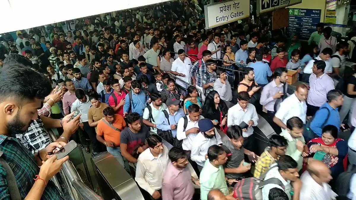 #delhimetro is running till qutab minor, feeder bus from there to sultanpur. Too much rush at qutab minor, skip office and go home.