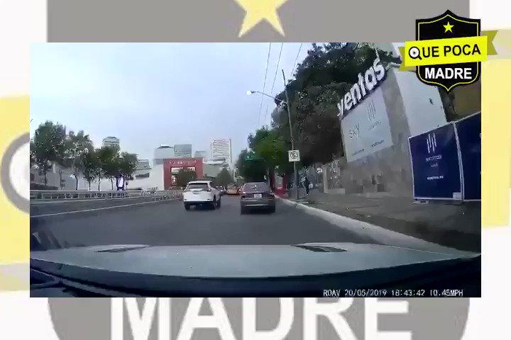 De nuestro inbox   Captan asalto frente al centro comercial santa fe en la #CDMX Patética e inexistente la seguridad en esta ciudad