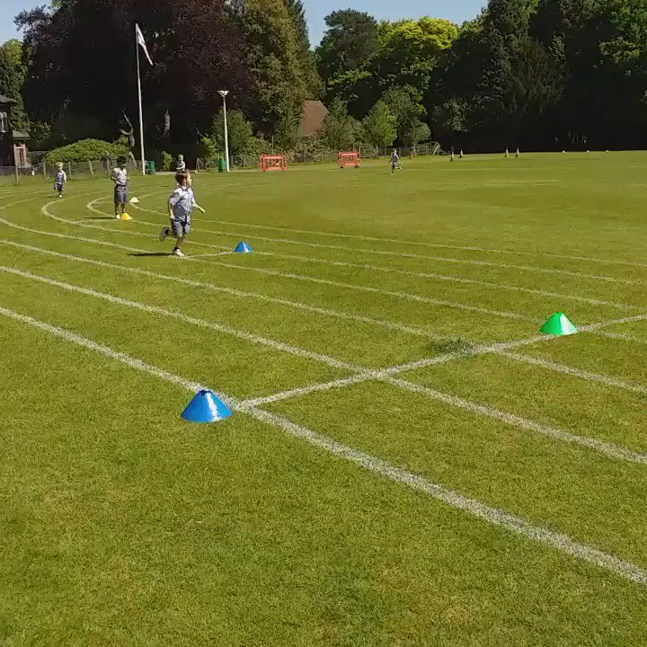 We love this footage - our Reception boys at #athletics practice listen with volume as Mr Young uses a great phrase to encourage them to run for the line! #running #funinthesun #outdoorlearning #boysattheirbest @7OaksChronicle @SevenoaksMums @GoodSchoolsUK @ISParent @intSchools