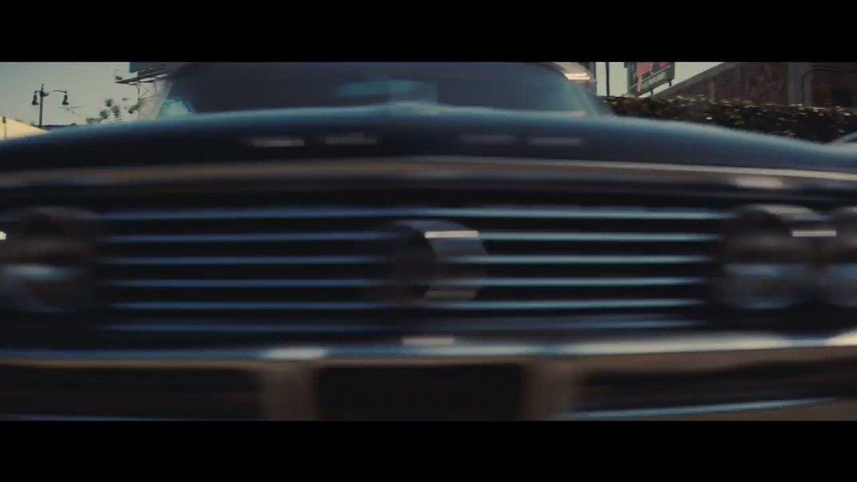 El Red Band tráiler (vos) de #ONCEUPONATIMEINHOLLYWOOD es puro Tarantino y muestra la conexión de Charles Manson con los personajes de Brad Pitt y Leonardo DiCaprio, y deja ver más de la (muy creepy) familia Helter Skelter.