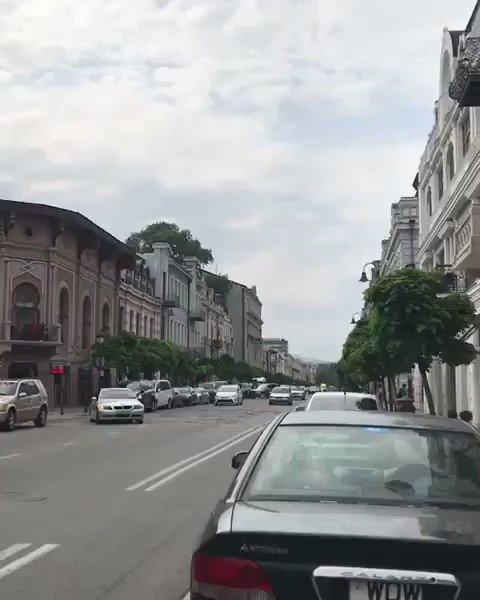 شارع مرجان شويلي #جورجيا من اهم معالم #تبليسي تكثر فيها الفنادق  و المطاعم العربية والتركية والعالميه .. و تتميز المباني بأنها تتخذ نمطاً قديماً في العمارة يرجع إلى القرنين الثامن عشر والتاسع عشر ..