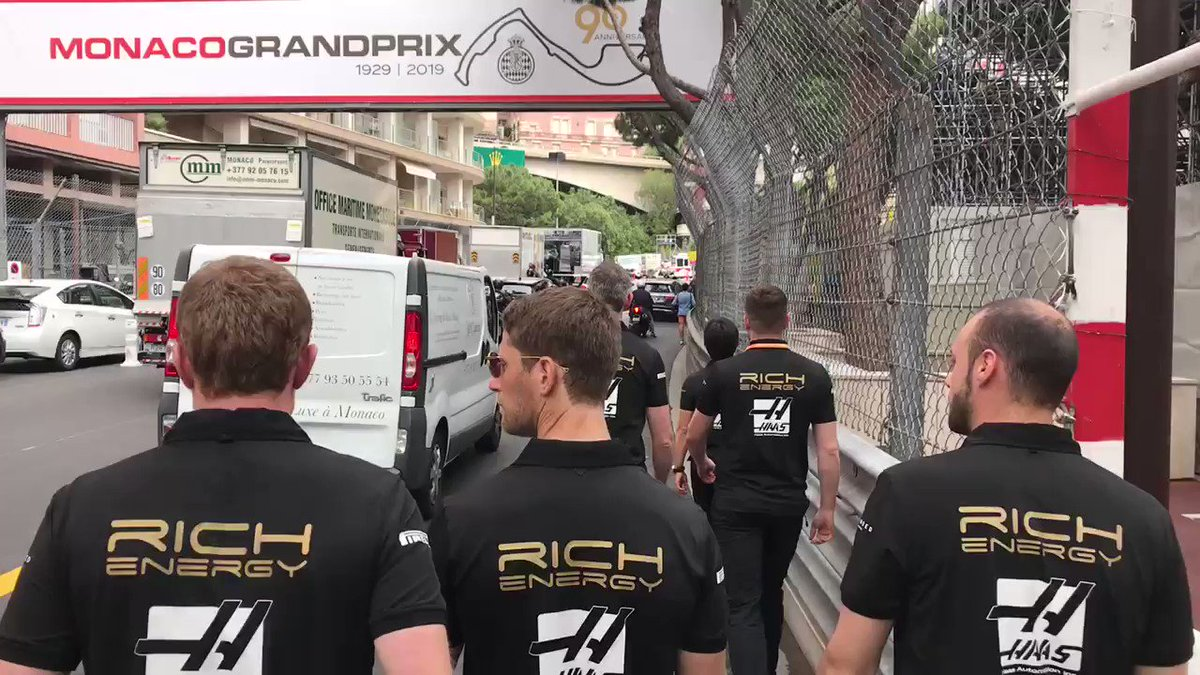 Pit straight / High Street!   Got to keep your wits about you on the #MonacoGP track walk 😬