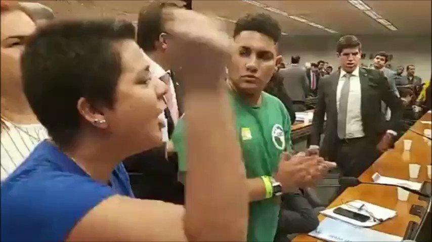 Fomos agredidos hoje na Câmara dos Deputados. O Ministro da Educação não quis ouvir os estudantes. Não quis ouvir o que o povo brasileiro falou nas ruas no último dia 15 de maio. #Dia30VaiSerMaior #EducaçãoÉCoisaSéria