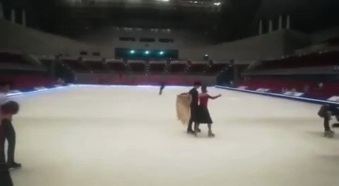 Yuzus going to use shawl once again at FaOI. ❤ #YuzuruHanyu #羽生結弦 #FaOI2019