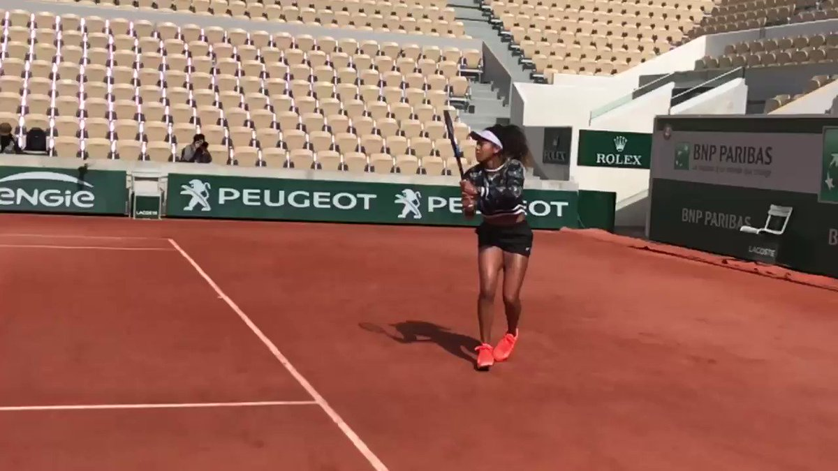 World No.1 @Naomi_Osaka_ lighting up Lenglen this morning....    #RG19