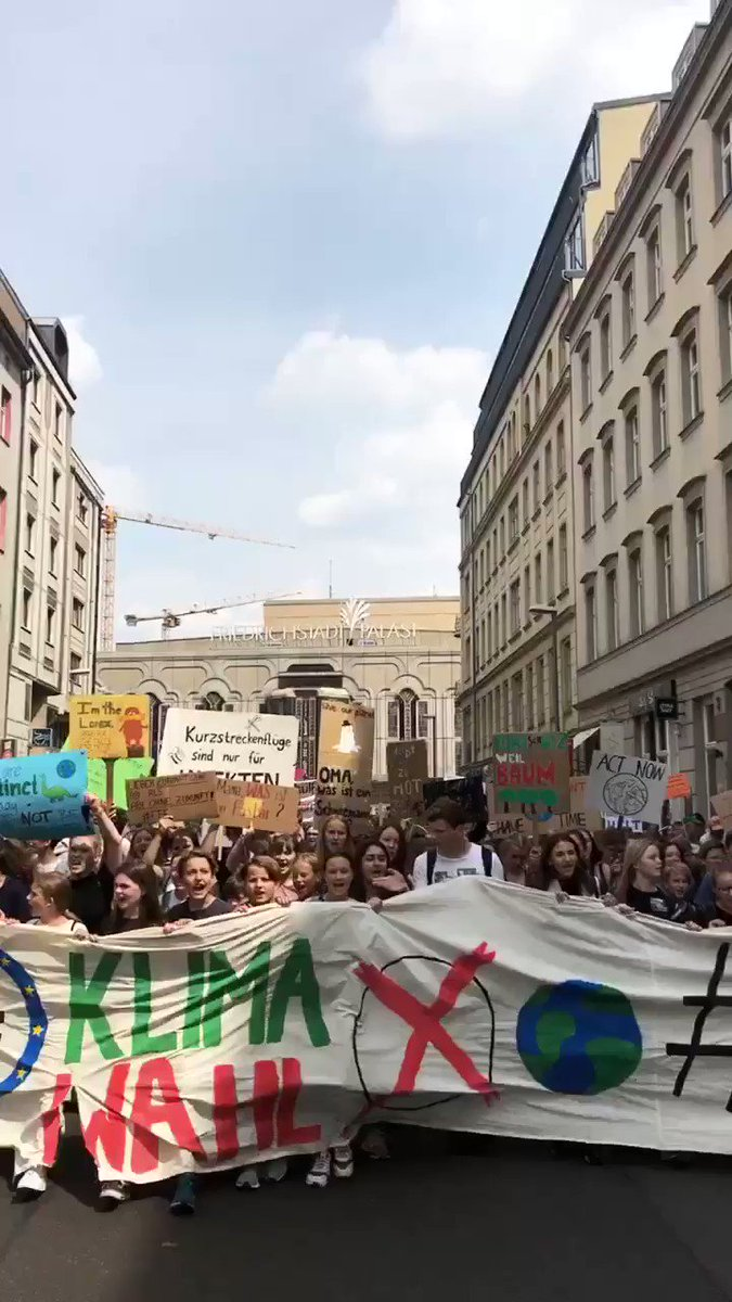 Right now, there are more than 280 #climatestrikes across Germany with tens of thousands of students urging all voters to #voteclimate in the upcoming EU elections. #fridaysforfuture