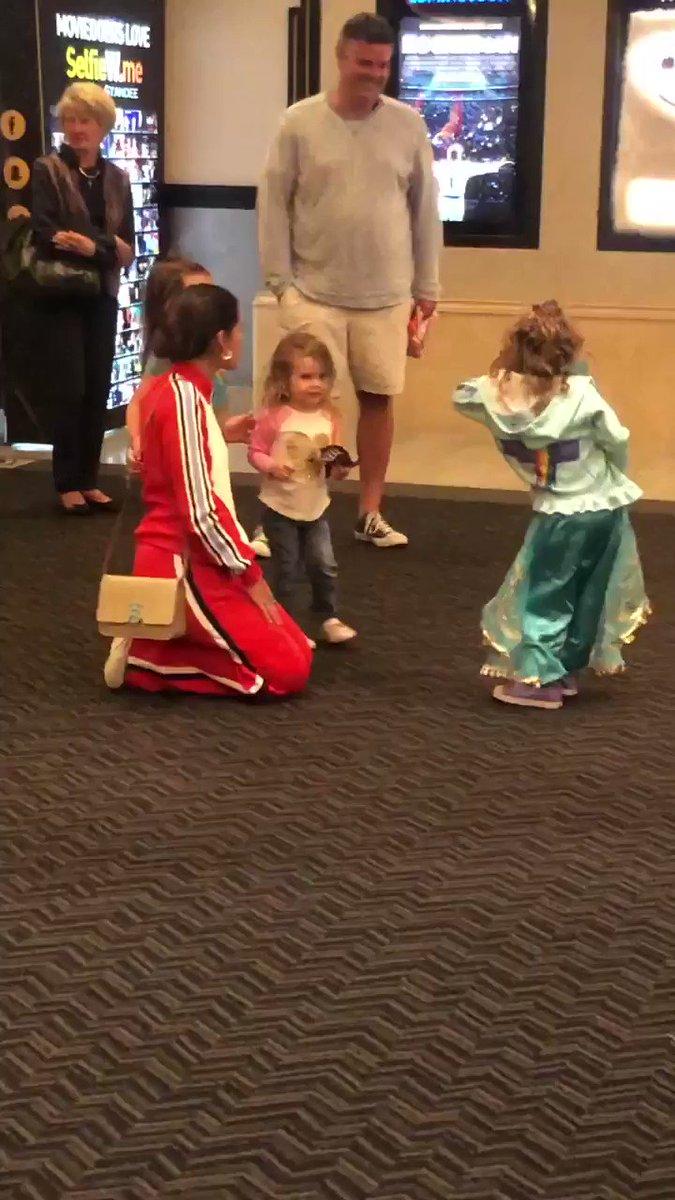 "Naomi Scott Surprised ""Aladdin"" Fans at the Theater"