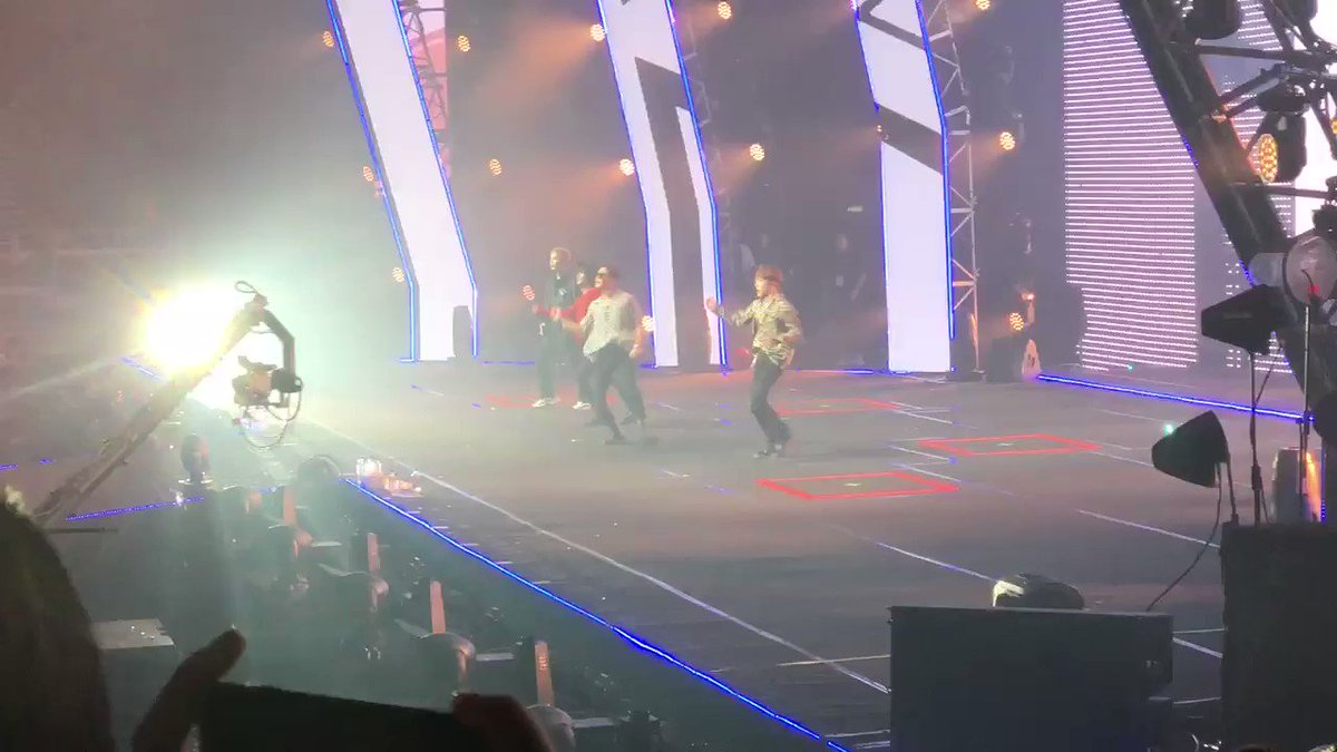 [#HallyuPopFest2019] #WINNER with their latest comeback track, Ah Yeah