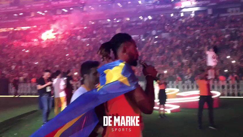 Christian Luyindama ve Galatasaray taraftarından 'Boss' tezahüratı