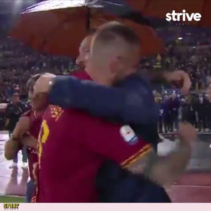 ❤️❤️❤️ När De Rossi kramar om Totti – inte ett öga var torrt på Roms Olympiastadion i går när Roma tog farväl av en legendar 👏