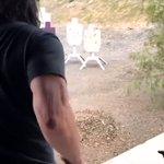 役作りのために射撃の訓練をするけど?教えることがないキアヌ・リーブス!