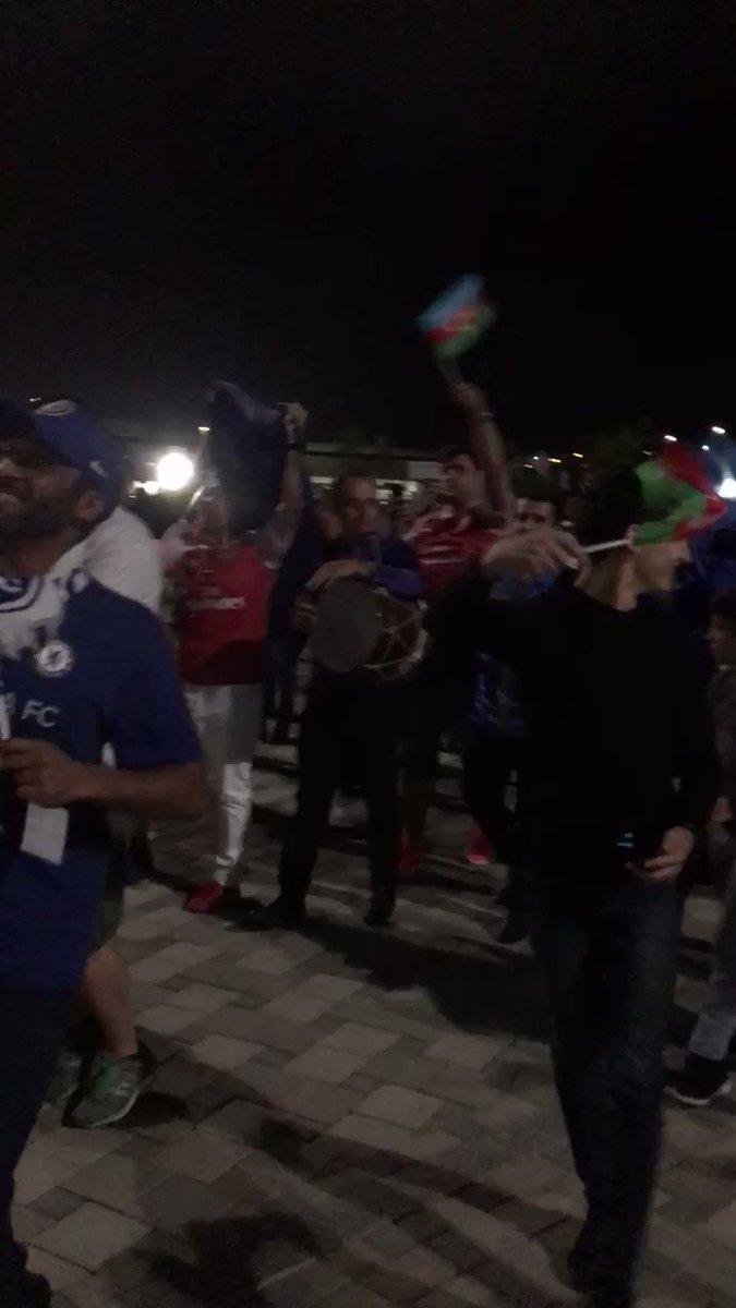 Not your usual London derby scene #UELfinal