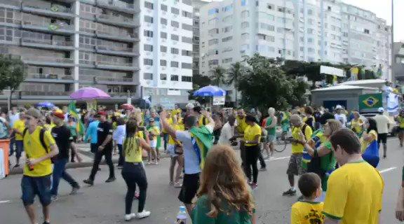 Não sabia que manifestação pró ato do @jairbolsonaro tinha Bálburdia, logo em copacabana... Interessante #Dia26BrasilNasRuas  #BolsonaroNossoPresidente  #Balburdia #30MpelaEducacao #PLN4APROVAJA #Dia30EuVouTrabalhar  Quero marcar  @opropriolavo @NandoMoura101 @joicehasselmann