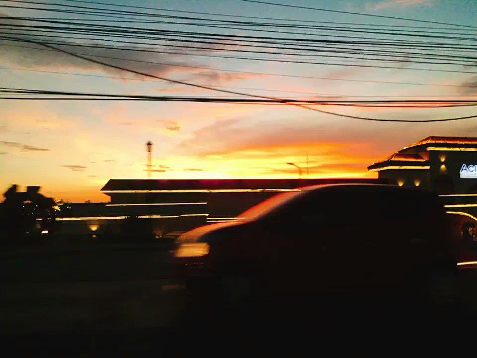 3ヶ月間のインターンが本日幕を閉じました?♀️語学留学、大学留学を経てのここでのインターン?合計約9ヶ月間のフィリピン生活はあっという間でした。帰る道のり。綺麗な夕日のお見送り。ここに来て本当によかった?✨
