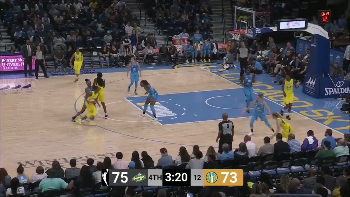 .@diamonddoesit1 turns on the jets for the smooth layup! #WNBA