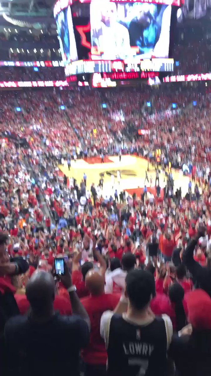 Barack Obama got a standing ovation and MVP chants lol